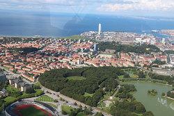 Såhär är det att flyga helikopter över Malmö